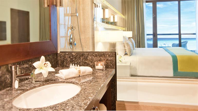 superior-sea-view-room-bathroom
